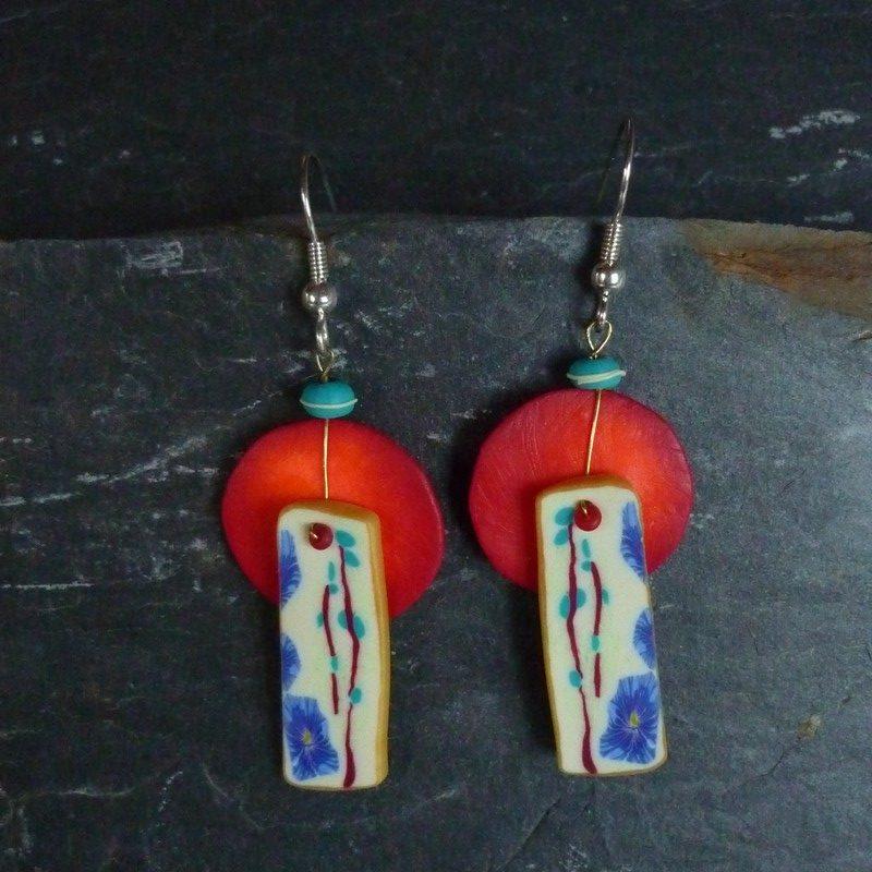 Boucles d'oreilles soleil rouge et fleurs bleues